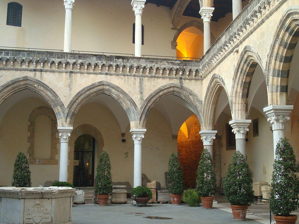 1024px-cortile_interno_museo_archeologico_nazionale_tarquiniense_04